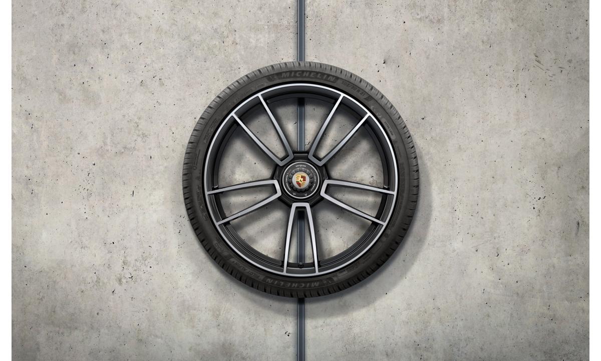 """TALVERATTAD 20/21"""" 992  911 Turbo S design must  (RATAS TURBO MUDELILE/ KESKAVA) 245/35 R20, 305/30 R21"""