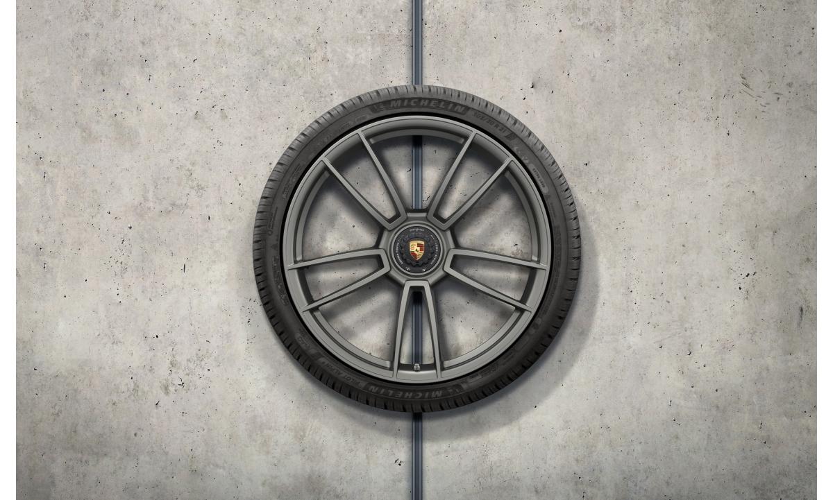 "TALVERATTAD 20/21"" 992 911 Turbo S design platinum  (RATAS TURBO MUDELILE/ KESKAVA)  245/35 R20, 305/30 R21"